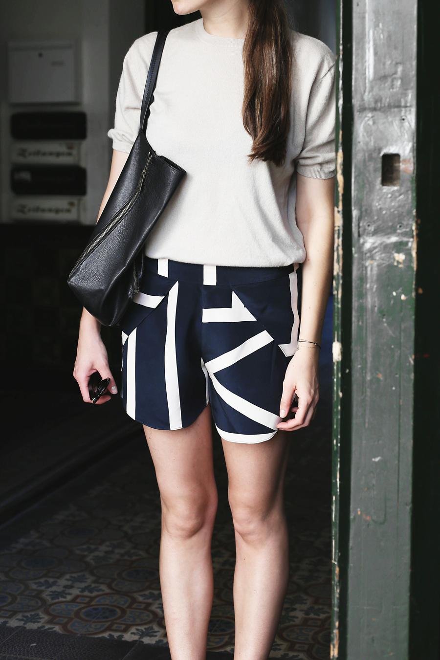 ari_traegt_toteme_shorts