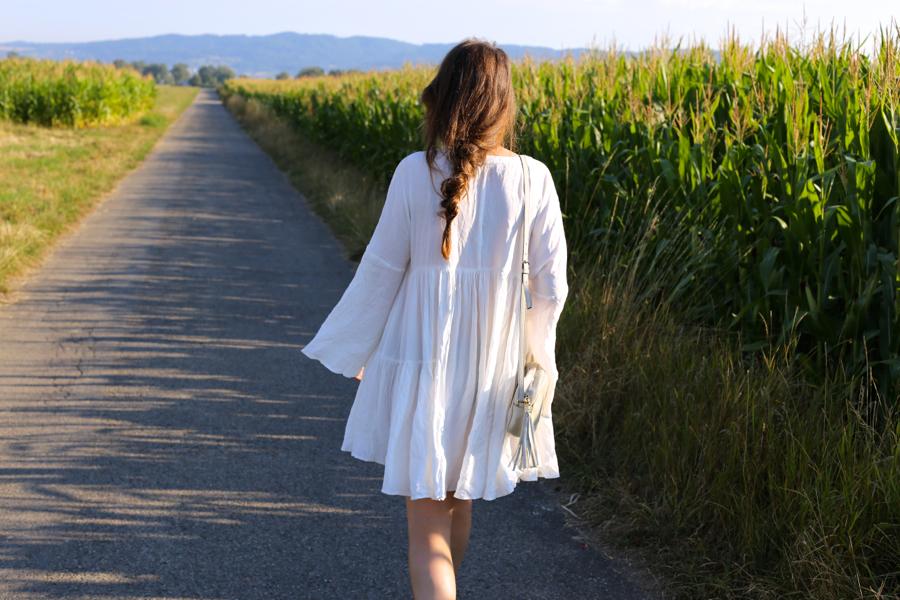 ari_traegt_white_edited_dress_gucci_sohobag11