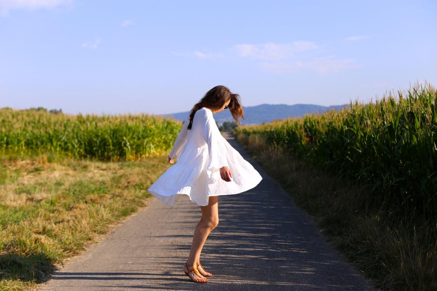 ari_traegt_white_edited_dress_gucci_sohobag12