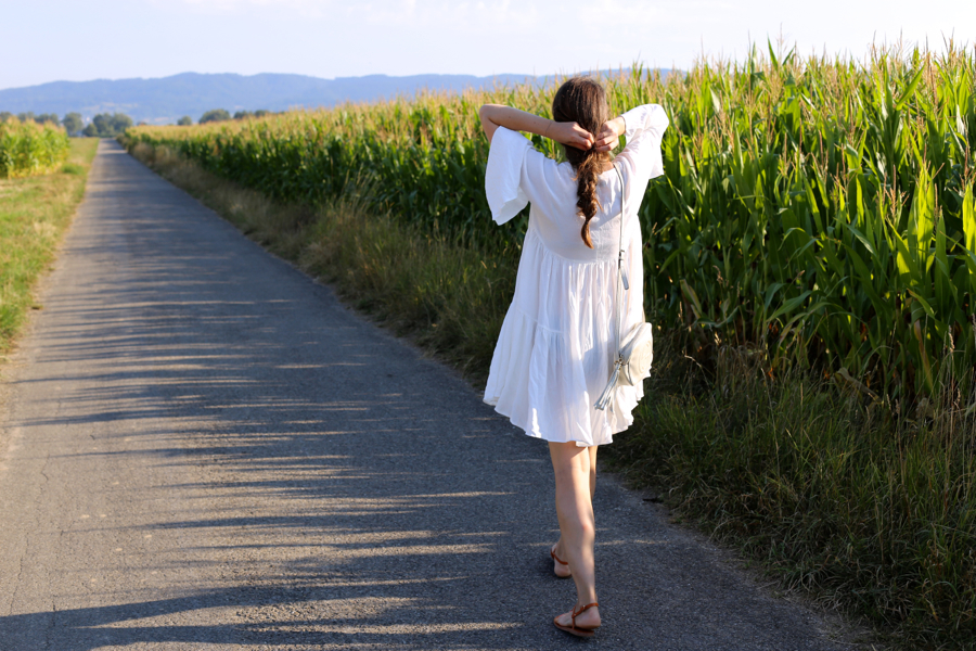 ari_traegt_white_edited_dress_gucci_sohobag5