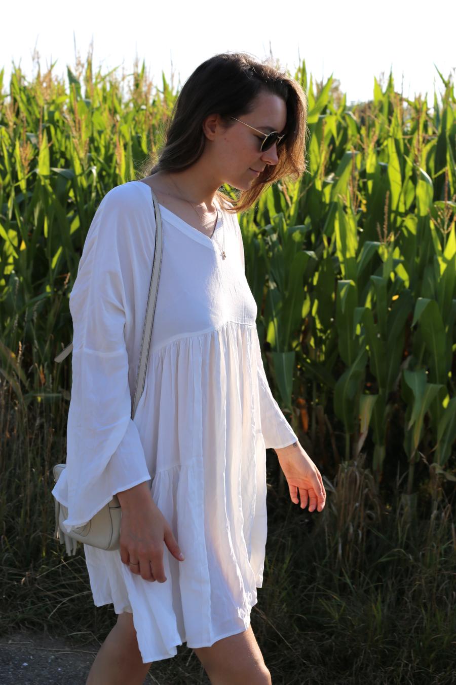 ari_traegt_white_edited_dress_gucci_sohobag7