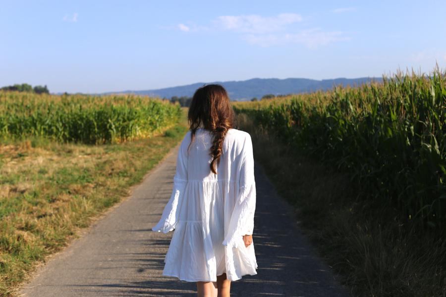 ari_traegt_white_edited_dress_gucci_sohobag8